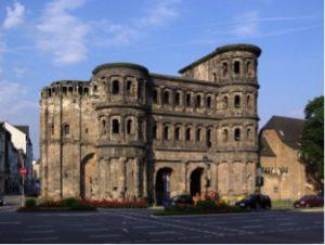 Porta Nigra, Trier (Source: Wikimedia Commons, Trier Porta Nigra BW 1.jpg)